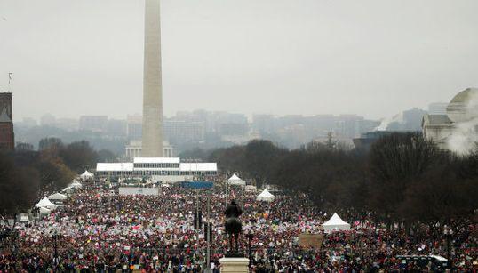 Multitudinaria marcha mundial contra las políticas de