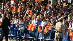 La llegada de los reyes al desfile de la Fiesta Nacional: entre gritos de