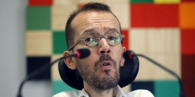 El tuit de Echenique acusando al PP de tapar la corrupción con la bandera de España que