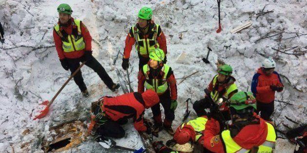 Los bomberos italianos encuentran otro cadáver en el hotel de