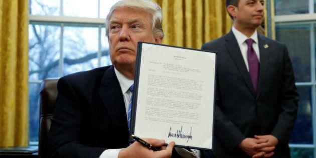 Donald Trump firma la salida de Estados Unidos del Tratado