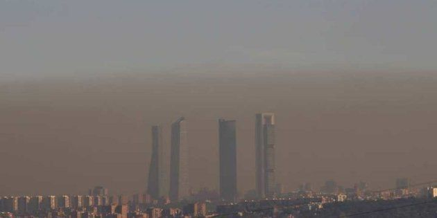 Imagen de archivo de la 'boina' de contaminación en Madrid