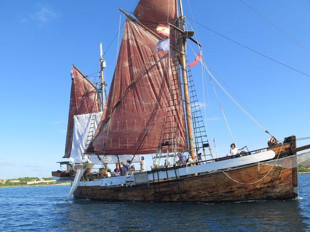 El velero de Alnitak, en aguas de Menorca, en la campaña