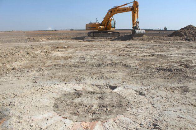 La excavadora, trabajando sobre el terreno en El