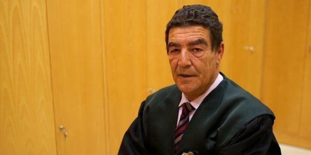El juez Calatayud condena a aprobar un curso de corte de pelo a un menor que robó en una