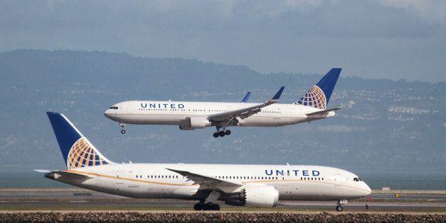 United Airlines prohíbe embarcar a dos pasajeras por llevar