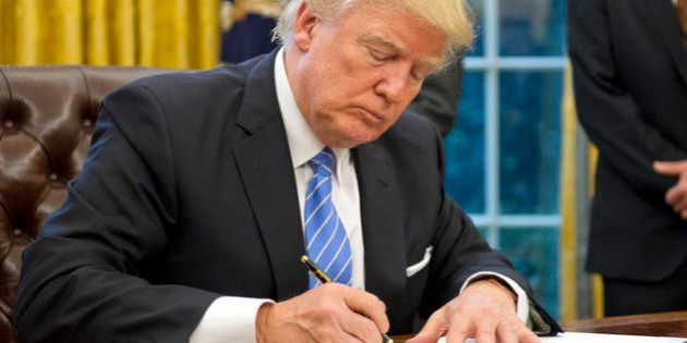 Trump se prepara para reducir a la mitad las admisiones de