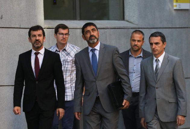 El mayor de los Mossos, Josep Lluis Trapero (centro), regresa por la tarde a la Audiencia Nacional para...