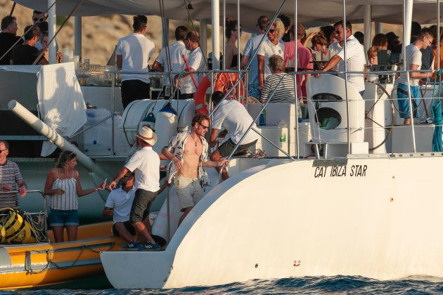 Michael Fassbender y Alicia Vikander rodeados de amigos en la fiesta pre-boda en