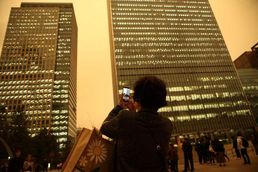La gente fotografía el espectacular cielo de este lunes en