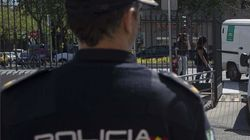 Detenido un hombre por masturbarse en la calle y eyacular sobre la mano de un