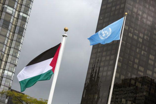 La bandera de Palestina ondea por primera vez en la sede de la ONU en Nueva York, en octubre de