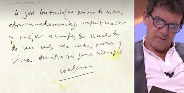 Antonio Banderas lee la dedicatoria de Joaquín Sabina en 'El árbol de la