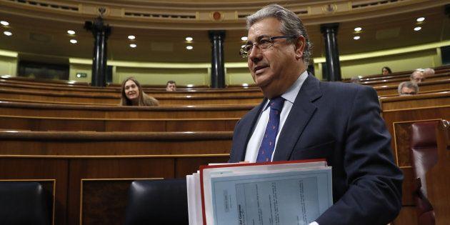 El ministro del Interior, Juan Antonio Zoido, a su llegada al Congreso, este miércoles 29 de