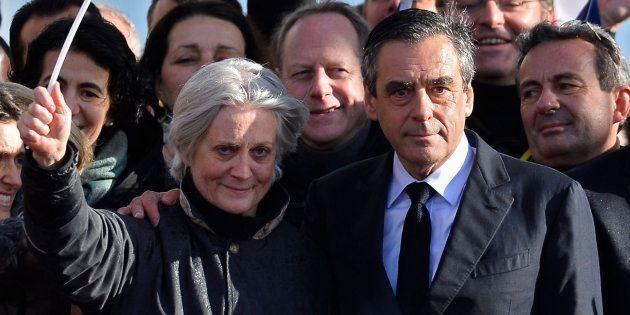Fotografía de archivo del 5 de marzo de 2017, muestra a Penelope (i) la esposa del candidato a la presidencia...