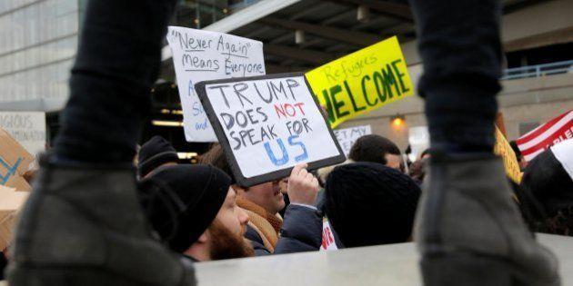 Primera demanda contra Trump por su orden sobre refugiados e