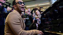 John Legend toma el piano de la estación de St. Pancras en