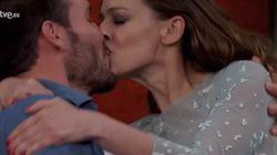 El beso de película de Eva González y Saúl Craviotto en 'MasterChef