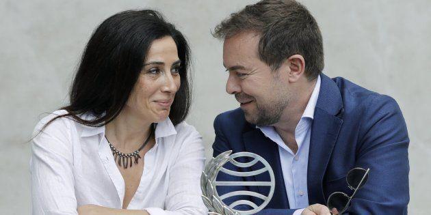 El ganador del Premio Planeta, Javier Sierra, y la finalista, Cristina López