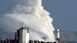 Las espectaculares imágenes que ha dejado el huracán Ophelia a su paso por Irlanda y Reino