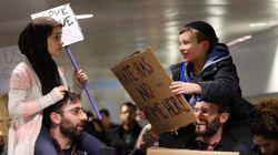 La bonita historia tras esta foto viral en las protestas contra