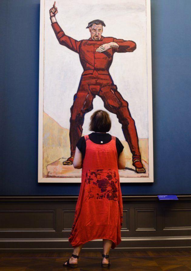 Este fotógrafo combina los visitantes de los museos con las obras y el resultado es