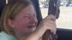Un fabricante de armas se anuncia con este vídeo de una niña recibiendo una