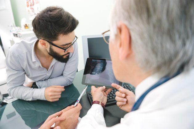 El cáncer de mama en hombres es menos frecuente, pero también