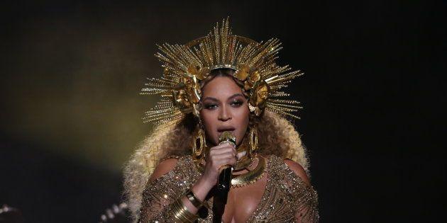 Beyonce en los 59º Grammy celebrados el 12 de febrero en Los Ángeles,