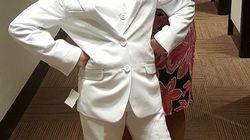 Prohíben a una niña hacer la comunión con un traje chaqueta