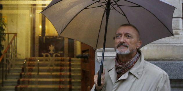 La oleada de 'zascas' de Pérez-Reverte a En Marea por cuestionar que le