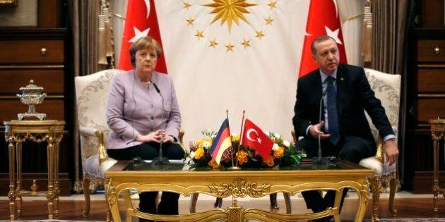 Merkel y Erdogan exponen sus diferencias en una tensa reunión en