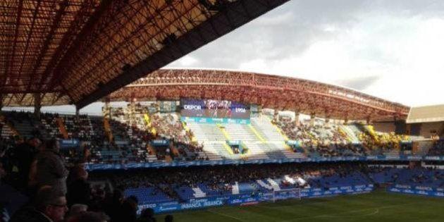 El viento desprende parte de la cubierta del estadio de