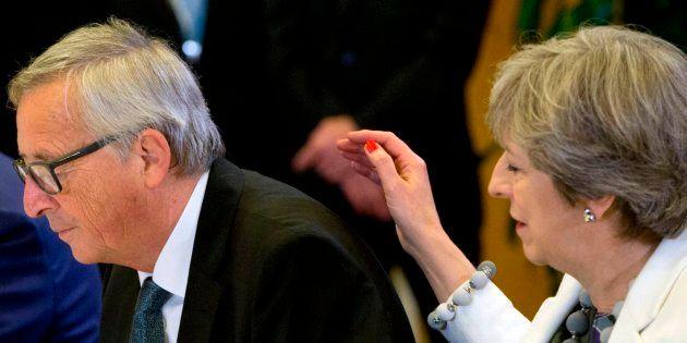 La primera ministra británica, Theresa May, y el presidente de la Comisión Europea, Jean-Claude