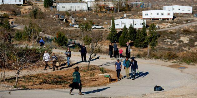 Puesto de avanzada -'outpost'- de Amona, que está siendo desmantelado y para cuyos colonos Israel va...