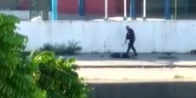 Dos policías brasileños, grabados ejecutando a dos
