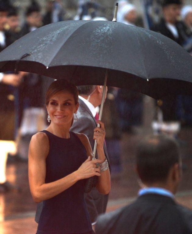 La reina Letizia vuelve a llamar la atención británica por un detalle de su