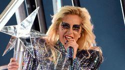 Un salto al vacío y mensajes políticos sutiles: la actuación de Lady Gaga en la Super