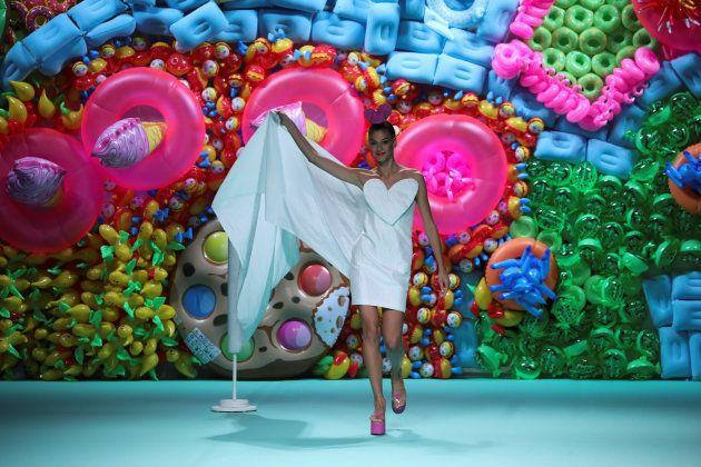 Una creación de Agatha Ruiz de la Prada para la primavera-verano de 2018 en Mercedes-Benz Fashion Week...