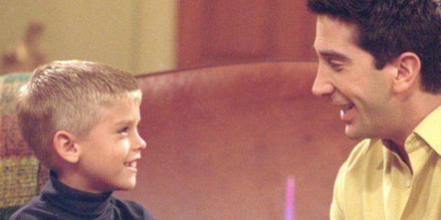 Cole Sprouse, el hijo de Ross en 'Friends', sale en una nueva serie. Y está