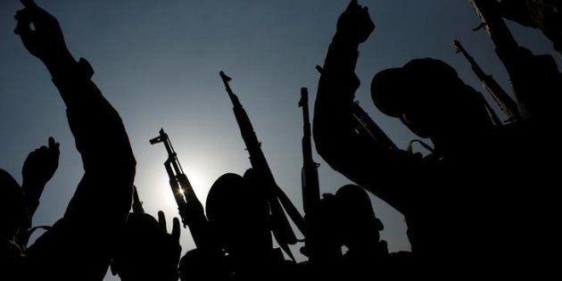 Milicianos iraquíes en el campo de entrenamiento de Makhmur, donde reciben lecciones para asediar al...