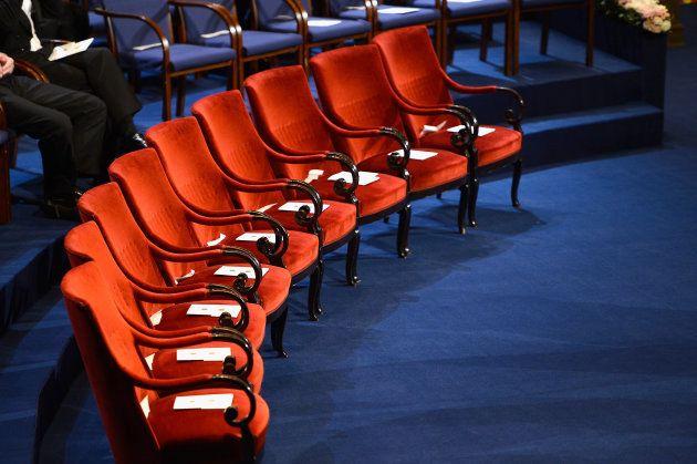 Las nueve sillas vacías para los Premios Nobel en el 'Stockholm Concert Hall', Estocolmo, Suecia. (Photo...