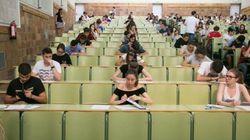 Miles de estudiantes en situación límite por el retraso en el cobro de su