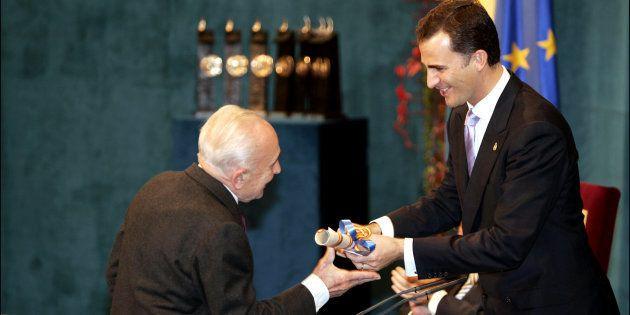 Giovanni Sartori recibe el Premio Príncipe de Asturias de manos de don Felipe, en