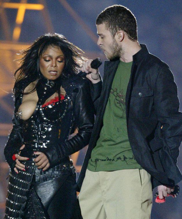 Janet Jackson y Justin Timberlake en la Super Bowl de 2004, en
