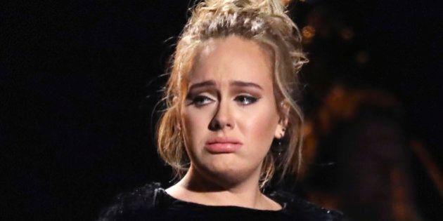 Adele metió la pata en su homenaje a George Michael en los Grammy pero supo