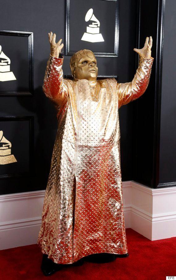 Elogios, ausencias y extrañezas en la alfombra roja de los Grammy