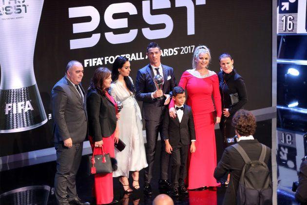 Triple embarazo en la alfombra roja de los premios The