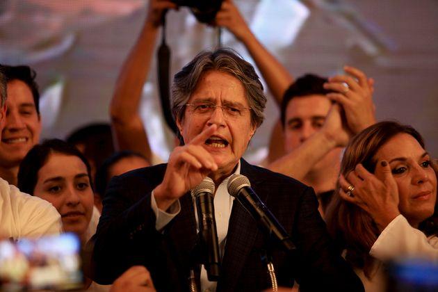 El candidato derechista Guillermo Lasso durante la noche