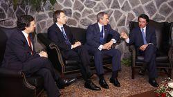Aznar dice que no tiene mejor foto que la de Las Azores... y Twitter le recuerda esta